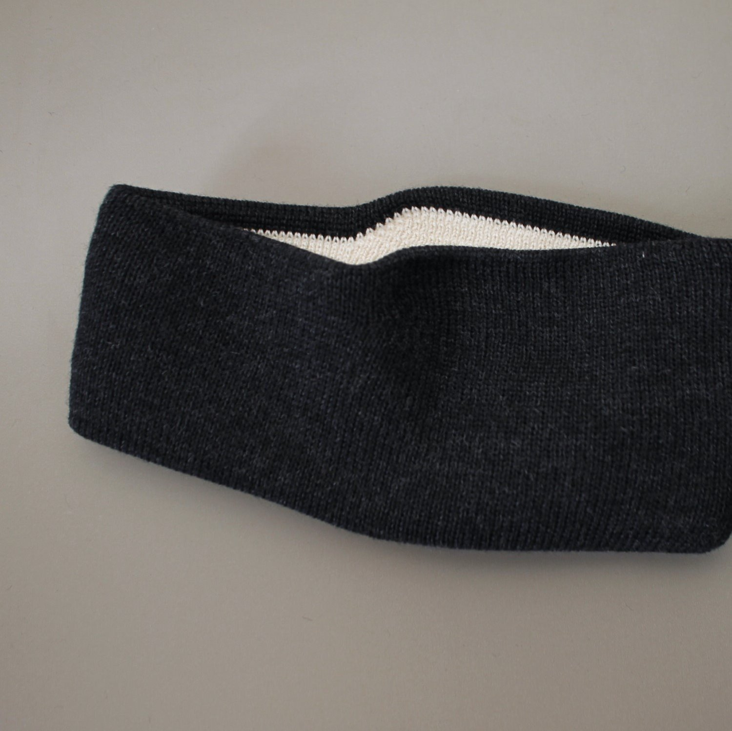 [LEUCHTFEUER STRICKWAREN] Head Band - Charcoal