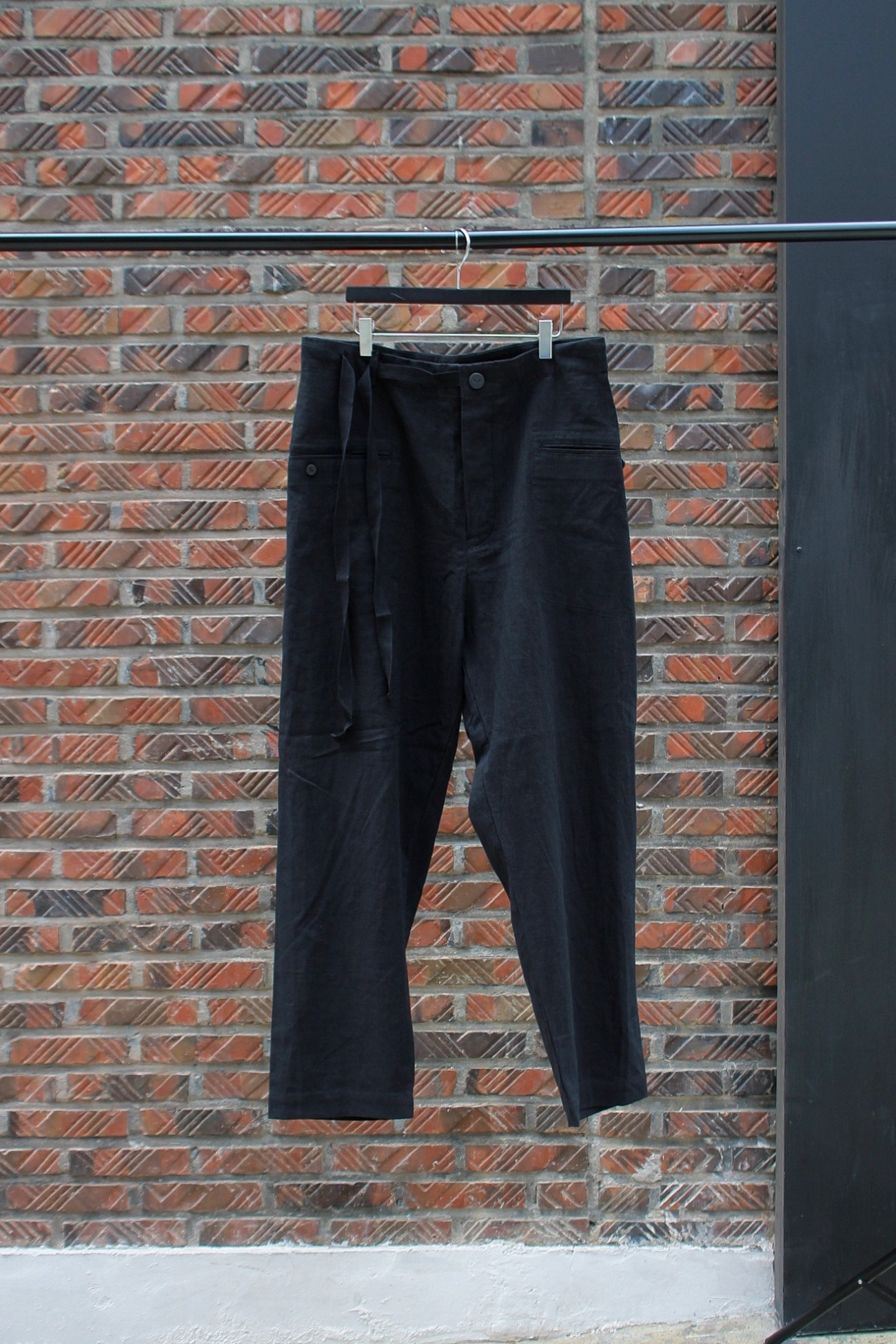 [EASY TO WEAR] Linen Canvas Tapered Pants - Black