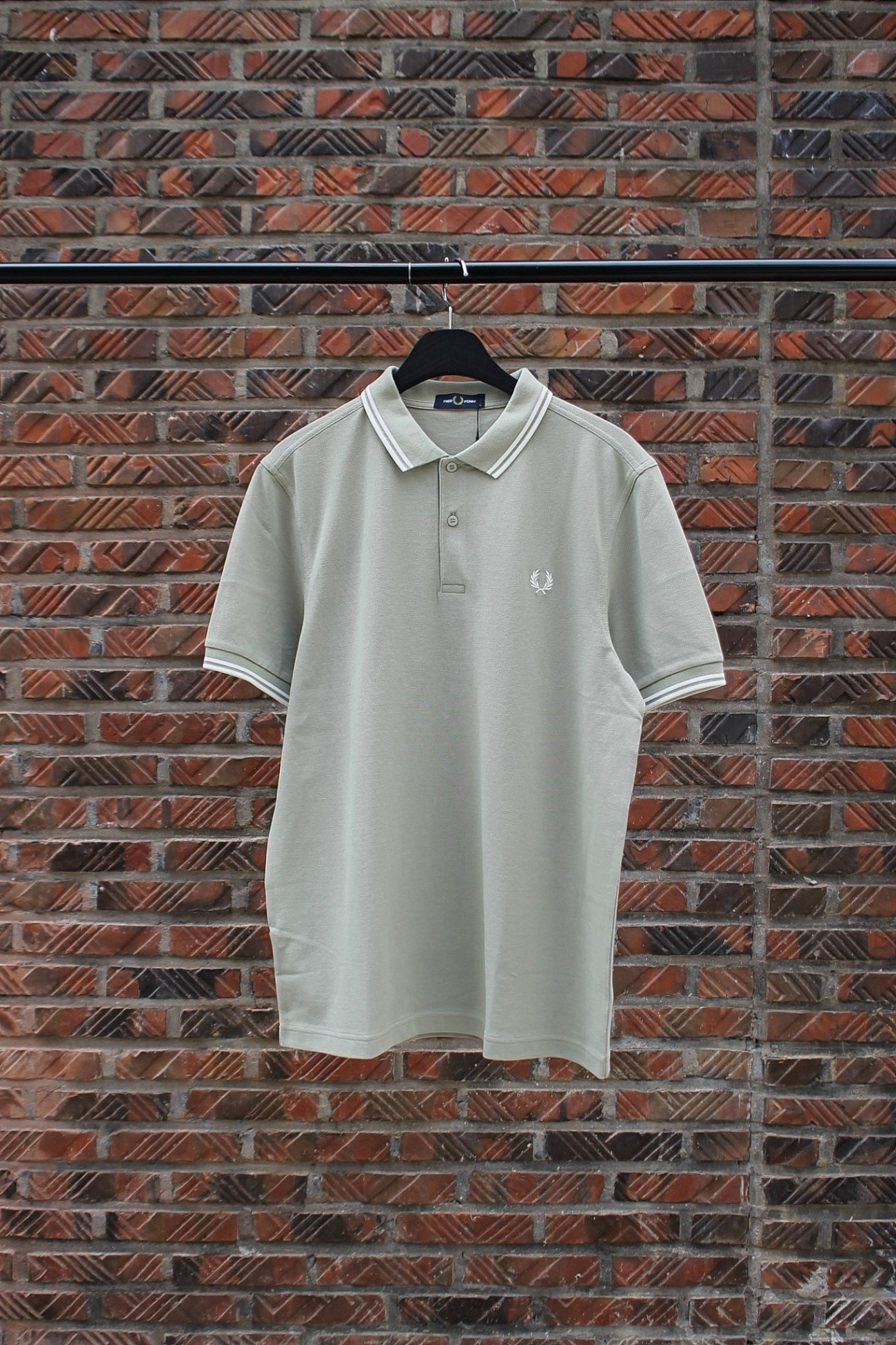 [FRED PERRY] Twin Tipped Fred Perry Shirt - Light Sage / Snow White