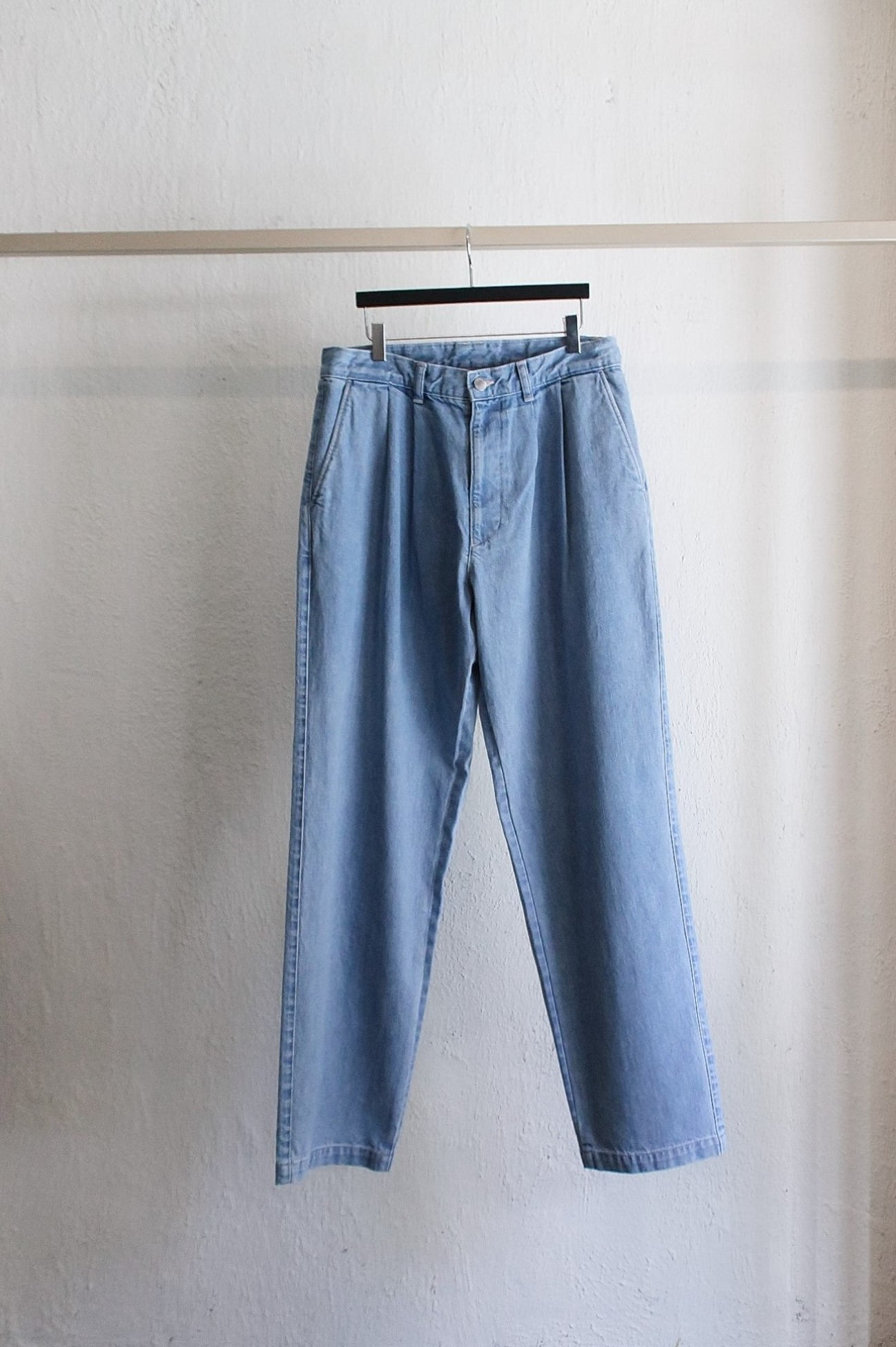 [E.TAUTZ] Pleated Jeans – Heavy Wash Denim